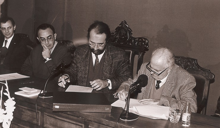 Acto institucional de la donación de la obra literaria y personal de El Obrero al Ayuntamiento de Tomelloso. (1991)