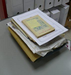 Contenido de uno de bloques de documentación adquirido por el Área de Cultura
